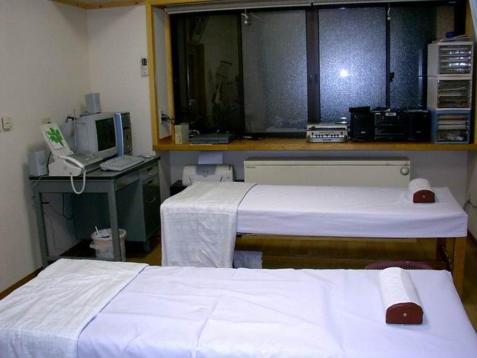グリーンカーテンがワンポイントの治療室です